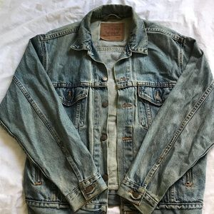 ✨ VINTAGE ✨ Levi's Denim Jacket w/ Embroidery